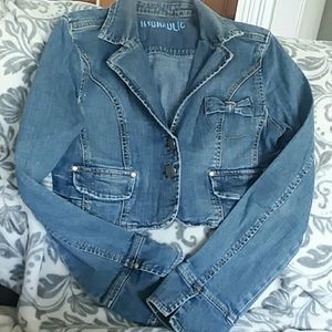 Adorable cropped Jean jacket💙
